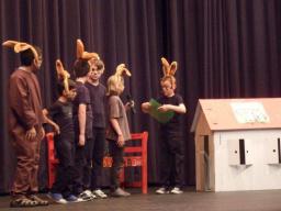 Theaterstück 'Die verschwundenen Zahlen' aufgeführt von den Klassen 4c und 4d
